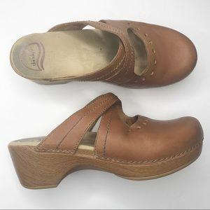 Dansko Susana slip on tan leather clogs mules 40